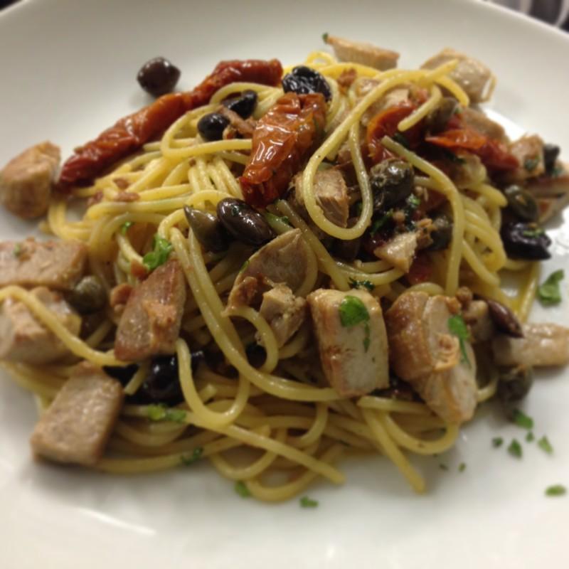 Spaghetti mancini al tonno fresco for Pasta tipica romana